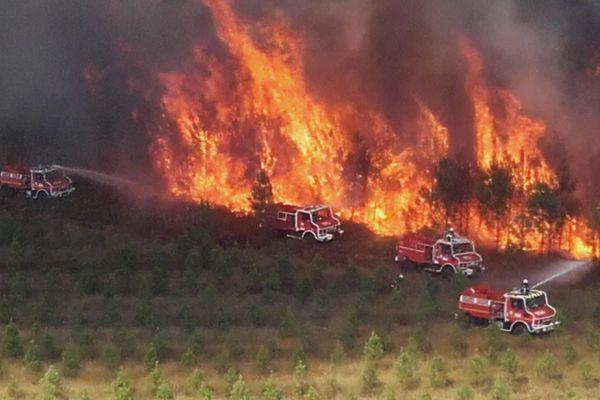 Le feu à Hostens en Gironde toujours en cours ce mercredi 9 septembre 2020 vers 17 h 00