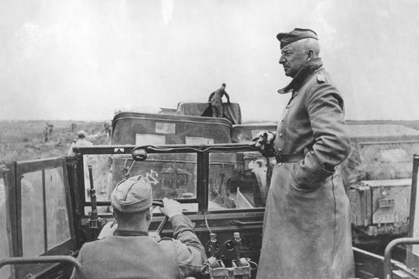 Le général Erich von Manstein en Ukraine en 1942.