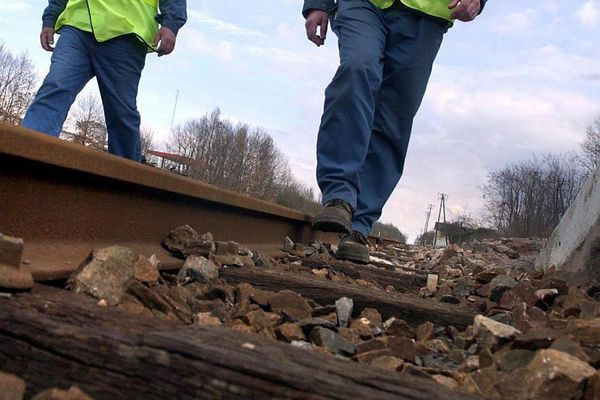 Suite aux menaces d'attentats en 2003/2004, des agents SNCF avaient du inspecter des lignes en France