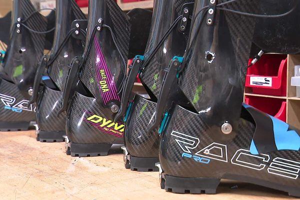 Chez Gignoux, on fabrique des chaussures de ski alpinisme ultra-légères manuellement