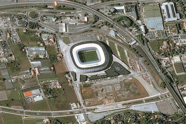Le stade de football de l'Allianz Riviera vu du ciel.