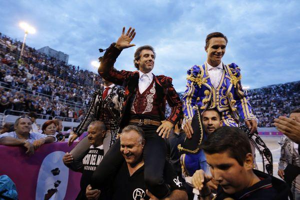 """Le caballero Pablo Hermoso de Mendoza, les matadors El Juli et Juan Bautista ont chacun coupé deux oreilles samedi lors de la corrida de la feria du riz à Arles, célébrée selon le style """"goyesque""""."""