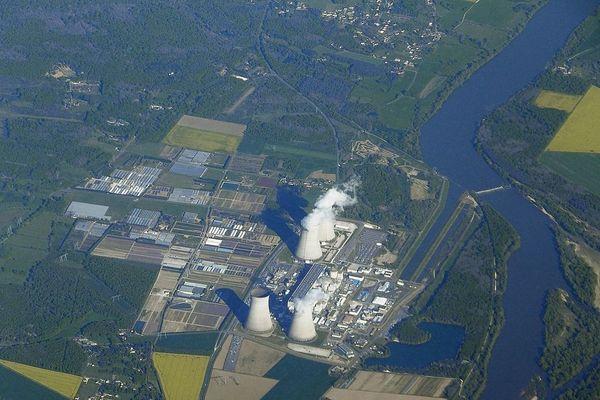 Vue aérienne de la centrale nucléaire de Dampierre-en-Burly (Loiret)