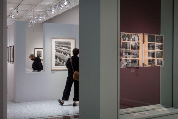 Vue de l'exposition Henri Cartier-Bresson – Revoir Paris