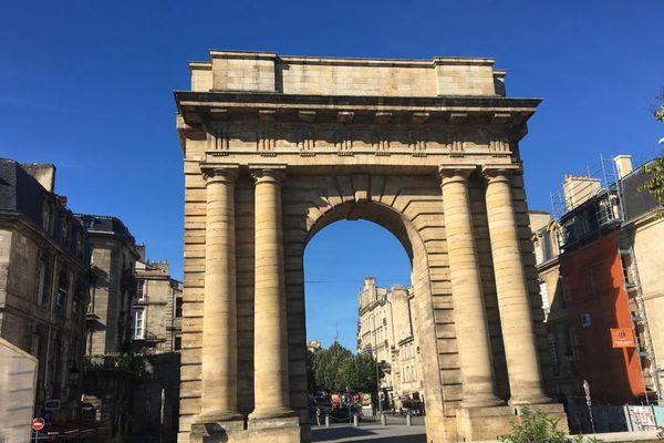 La porte de Bourgogne, au bas du quartier Saint-Michel, est le théâtre de rixes et de trafics de drogues en plein jour à partir de 16 heures.