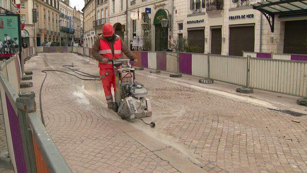 Dans les rues Carnot et Magenta, les travaux vont se poursuivre jusqu'au mois de mai prochain.