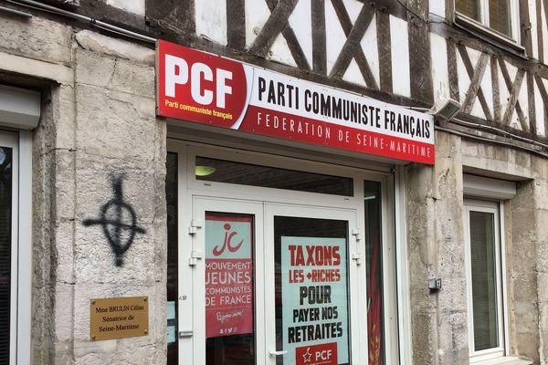 Le local du PCF tagué à Rouen.