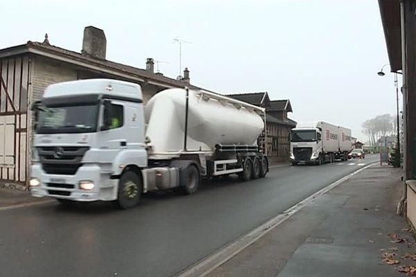 Sur 8000 véhicules, 2000 poids lourds empruntent chaque jour la route départementale entre Saint-Dizier et Troyes.