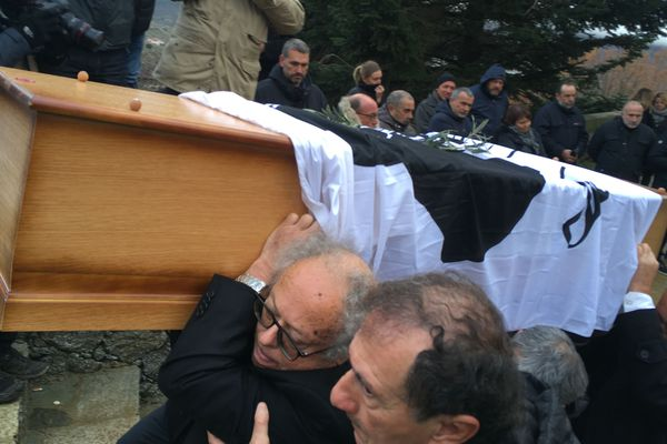 Les funérailles d'Edmond Simeoni se sont tenues ce lundi 17 décembre à Lozzi.