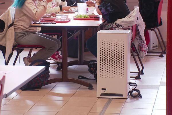 Des purificateurs d'air déployés dans les écoles et lycées de la région Auvergne Rhône-Alpes. Ces appareils qui piègent les particules sont notamment déployés dans les restaurants scolaires - 15/3/21