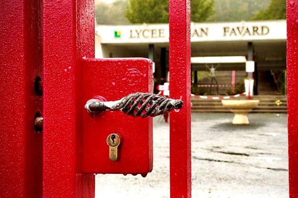 Le lycée Jean-Favard, fermé pendant quelques jours, en raison d'un cas positif au Covid, en octobre 2020.