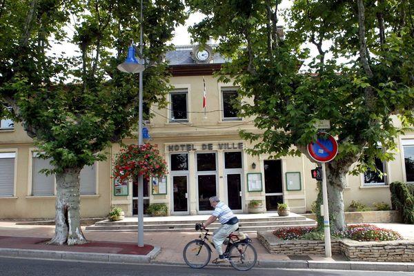 A la mairie de Chassieu, comme au Val d'Oingt (Rhône), le second tour des municipales 2020 a abouti sur une égalité parfaite entre les candidats. Mais le code électoral a prévu une solution, qui ne plaît pas à tout le monde.
