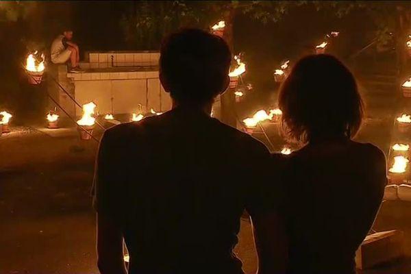 Les installations de feu de la compagnie Carabosse ont marqué la soirée des 30 ans du Festival au Village de Brioux-sur-Boutonne.