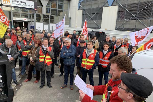 Une grosse centaine de personnes se sont rassemblées à la gare sud de Nantes ce jeudi 26 décembre.