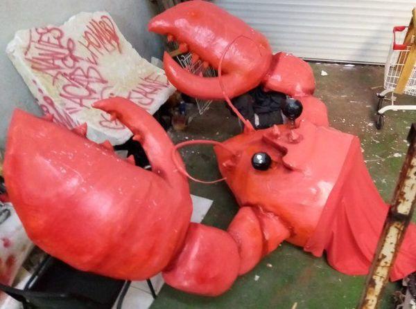 Des homards factices parmi les saisies des policiers ce 14 septembre.