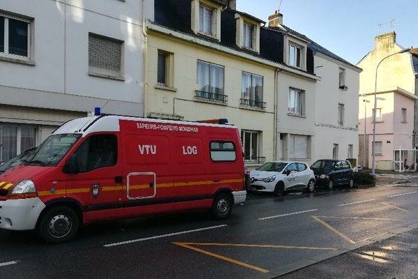 Une intervention des pompiers dans les rues après les inondations à Lorient