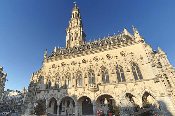Le Beffroi d'Arras est en compétition avec d'autres sites tels que les remparts de Saint-Malo (Bretagne), la citadelle de Calvi (Corse), l'Hôtel national des Invalides (Île-de-France) ou encore le passage Pommeraye (Pays de la Loire) pour le monument préféré des Français.