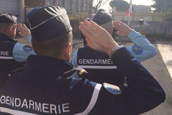 """Le gendarme Arnaud Beltrame est célébré ce mercredi en """"héros"""" par la France. Ici à Draguignan."""