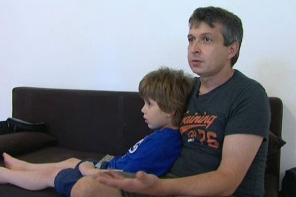 Marc Harduin, avec son fils autiste Hugo