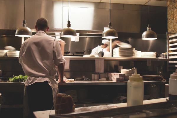 De nombreux restaurateurs de Nouvelle Aquitaine n'ont pas encore trouvé assez d'employés pour la saison estivale