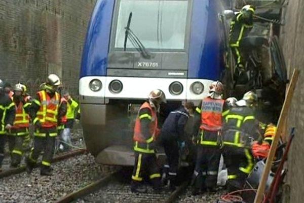 Le 5 mars 2012 à Amiens, deux voitures sont entrées en collision, l'une d'elles a été projetée sur la voie ferrée. Un TER en provenance de la gare d'Amiens a percuté le véhicule, la traînant sur une centaine de mètres.