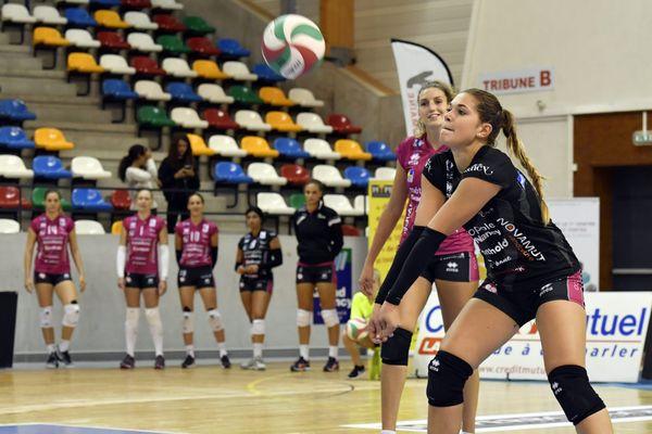 Manon Bernard, libero de l'équipe de France de volley-ball, est sociétaire du club de Vandoeuvre-lès-Nancy.