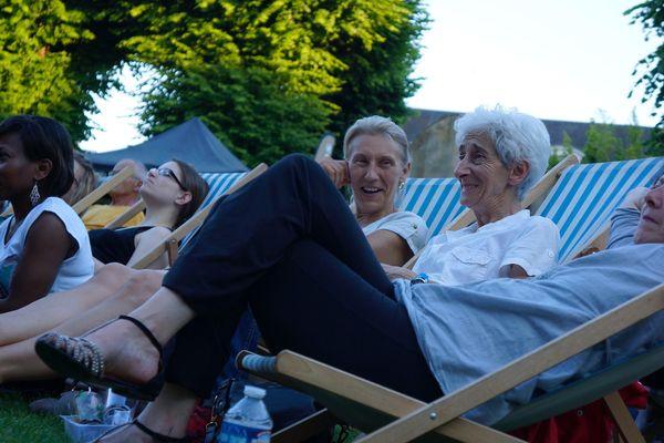 Beaucoup de monde au jardin de l'Evêché lors de la première soirée du festival de jazz.