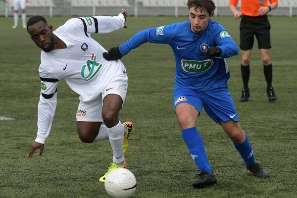 Jura Sud s'incline face au Racing Besançon en Coupe de France après légalisation des Bisontins et la séance de tirs au but (4 à 5).
