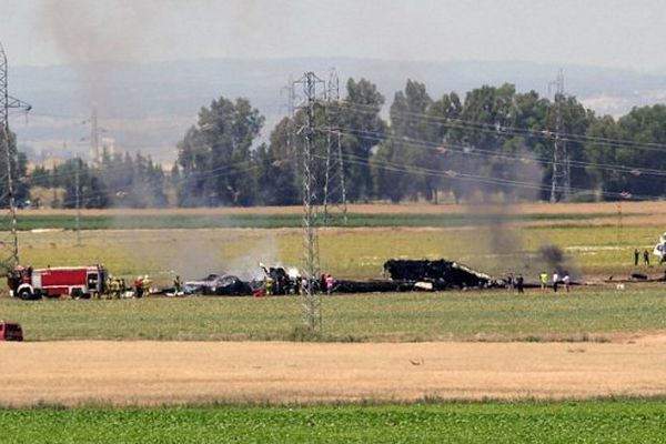L'avion militaire s'est écrasé dans une zone inhabitée