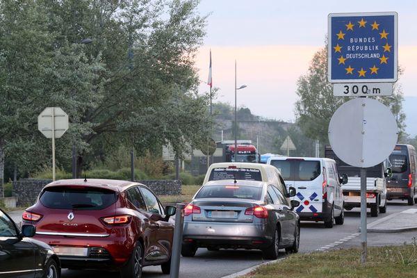 Les restrictions et contrôles à la frontière entre l'Allemagne et la France seront levées le 15 juin à minuit, de part et d'autre du Rhin