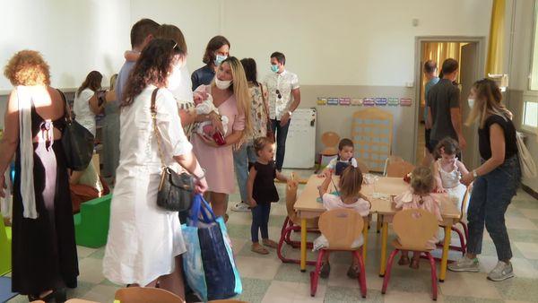 Pour la première journée, les parents ont accompagné leur enfant, histoire de découvrir, ne pratique, comment vont fonctionner ces écoles immersives.