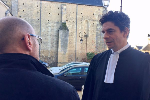 L'avocat Fiodor Rilov à son arrivée devant les Prud'hommes de Thouars avec les ex-BRM.