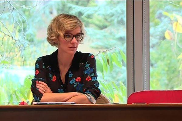Charlotte Beluet, procureure de la République du parquet d'Auch est la première magistrate à avoir utilisé le terme féminicide.