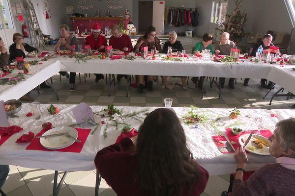 Un repas de Noël pour celles et ceux qui sont isolés, organisé par les bénévoles des Petits Frères des Pauvres, ici à Guéret