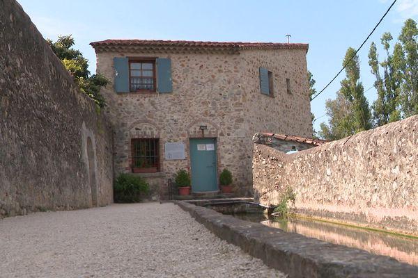 Le moulin de Palisson à Ollioules est un ancien moulin à blé du XVème siècle qui fonctionne grâce au béal ou Canal des Arrosants.