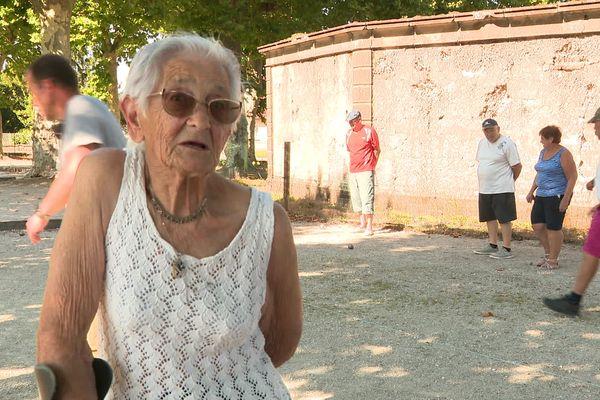 Simone Cordier, 88 ans adore jouer à la pétanque.