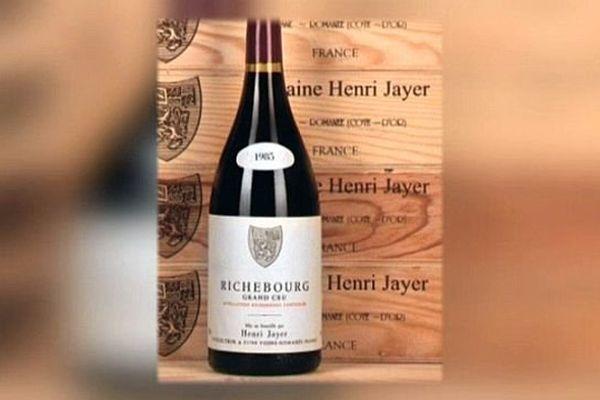 Les bouteilles de vin vinifiées par Henri Jayer, célèbre vigneron de Côte-d'Or, sont parmi les plus chères du monde.