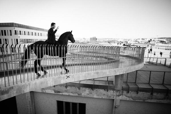 Des centaures arpenteront les rues de Gap tout au long du week-end comme ici à Marseille en 2015.