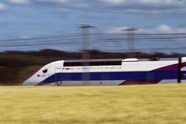 La 3ème génération de TGV, en test de vitesse entre Dijon et Besancon, atteint 320 km/h