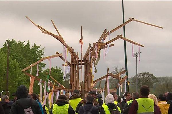 Gilets jaunes et militants pour le climat se sont réunis à Verdun ce dimanche 28 avril.