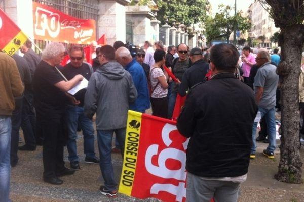Manifestation de la CGT devant la préfecture de région à Ajaccio pour le 1er mai