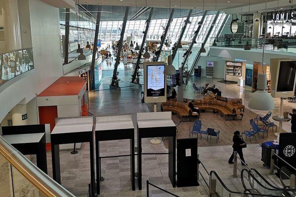 Le hall d'accueil du Terminal 2 de l'aéroport Nice Côte d'Azur, ce mercredi matin.