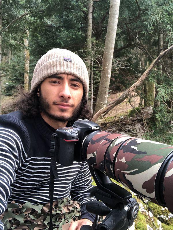 Le jeune photographe aime se mettre en scène dans ses films pour partager sa passion de la faune sauvage