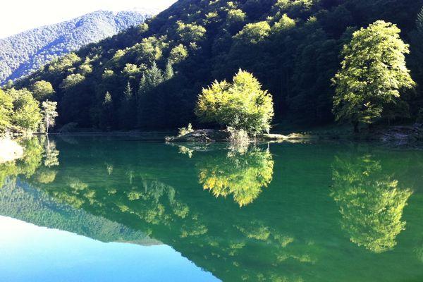 Le lac de Bethmale, en Ariège, peut de nouveau accueillir des visiteurs.