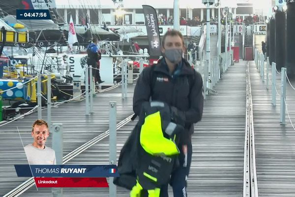 Thomas Ruyant sur les pontons juste avant de prendre le départ du Vendée Globe, ce dimanche 7 novembre