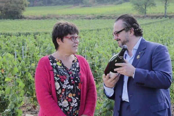 Elisabeth Sarcelet, cheffe des caves Castelnau et Fabrice Sommier, Sommelier ont sélectionnés les 50 millésimes de cette vente aux enchères.