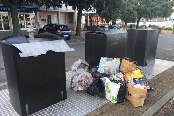 Suite à la mise hors service du pont levant, la collecte des déchets a été rendue impossible, dans les premiers jours.
