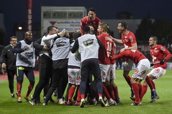 La joie des Brestois après un but marqué contre Niort