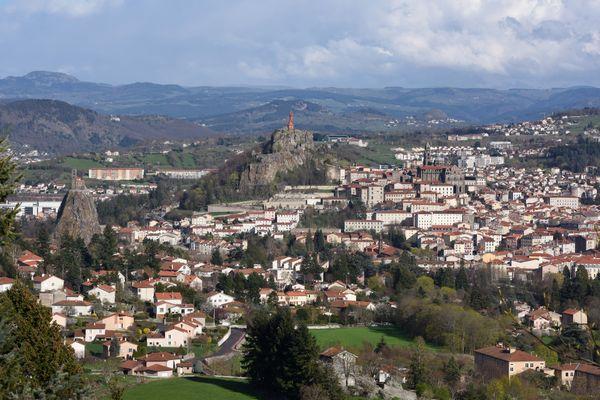 Au Puy-en-Velay, préfecture de la Haute-Loire, la population augmente légèrement au fil des années, au détriment des zones plus rurales du département.