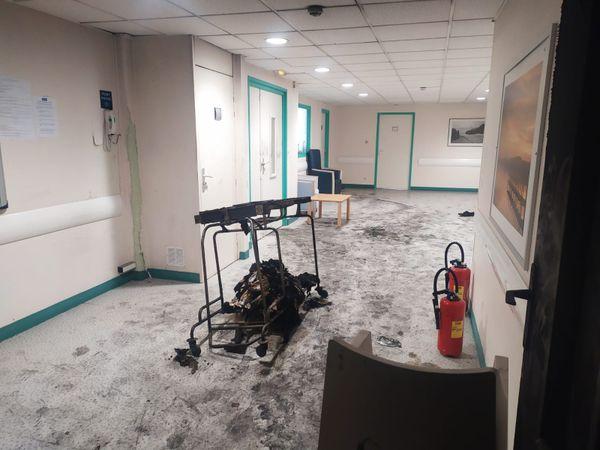 Un couloir du bâtiment de l'EPSM d'Armentières après l'incendie.